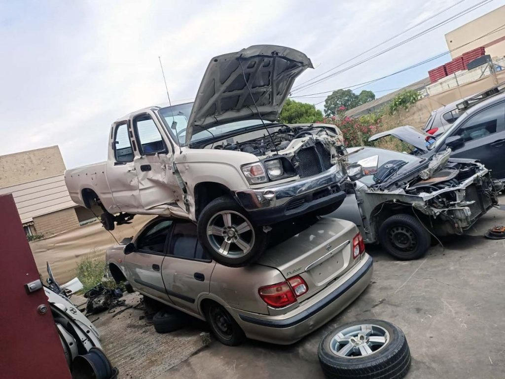 How do Junk Car Removal Services Help